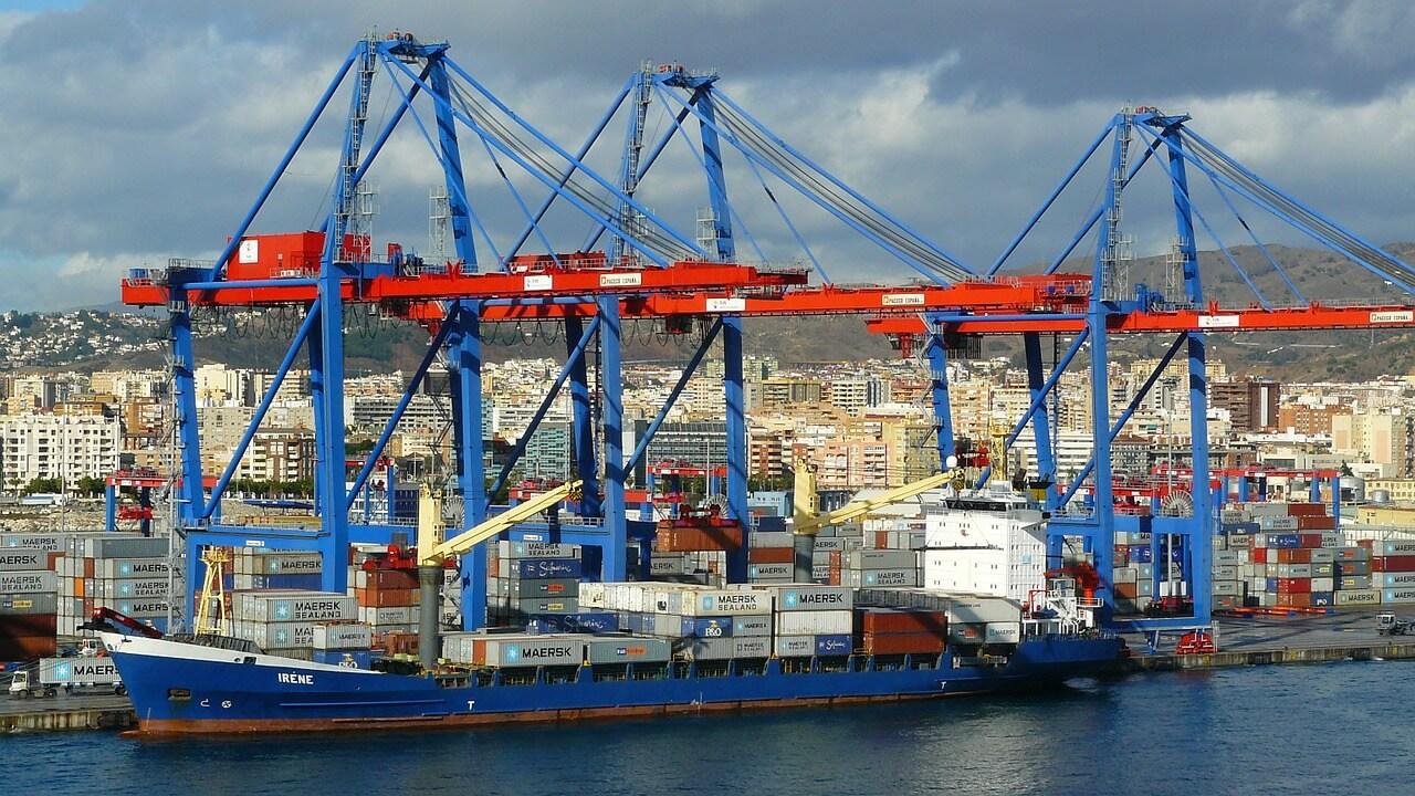 bateau et cargaison conteneur